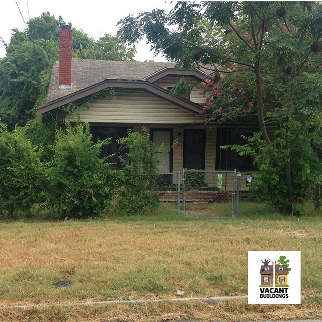 sapreservation Dramatic transformation in Denver Heights. Some paint and a bit of landscaping clean-up made this a BEAUTY!! Our #VacantBuildingsProgram helps homeowners find the value in their disused properties. #sapreservation#successstory#revitalization