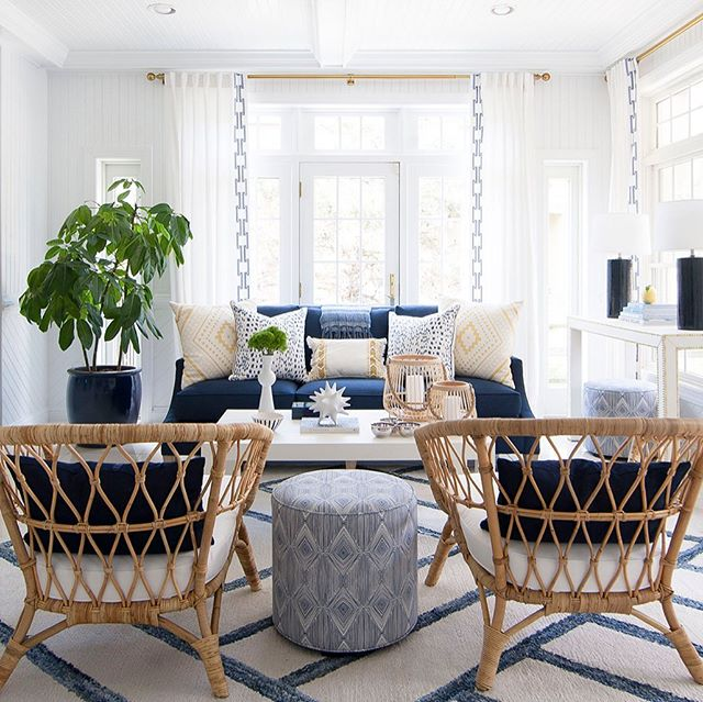 Stephanie Shaw carefully layers the right accessories, lighting, art and window treatments to add texture and depth to her spaces. Read more about her high impact designs in our current issue! Designer: @stephanieshawdesign Photo: @rmcginnphoto. #interiordesign #interiorstyling #interiordesigner #mainlinedesign #design #home #summer #blueandwhitedecor #interiors #homedecor #designinspiration #stylish