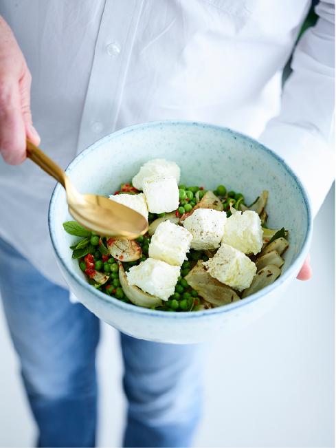 Food Styling by Kerrie-Ann Jones Interior Stylist Sydney & Melbourne.  Style Editor, Freelance Stylist.  Content Creator Sydney.  Food Stylist & Flatlay Stylist.  #foodstyling #tableinspiration #salad