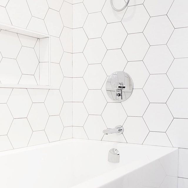 It takes a special person with a lot of patience to pull off this stunning tiling puzzle.  #hexagontiles #whitebathroom  #midcenturybathroom #bathroomdesign #bathroomremodel #bathroomrenovation  @olympiatile @aquabrass @kiaporterphoto