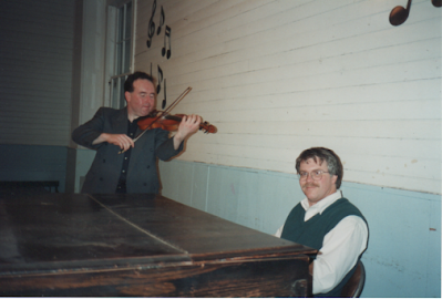 Shetland fiddler Trevor Hunter made a couple of visits to Nelson in the early 1990s (we don't remember exactly). Gordon joined him for a concert in the Nelson Town Hall.