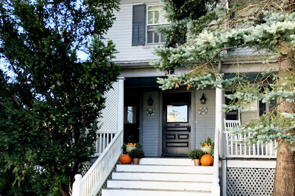 Harbor House has 2 beautiful Units - Door on left Harbor View Suite 2 story deluxe space & Door on right Harbor Hideaway an adorable and spacious first floor flat