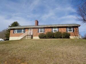 1229 S Mound Ave    Covington, VA 24426