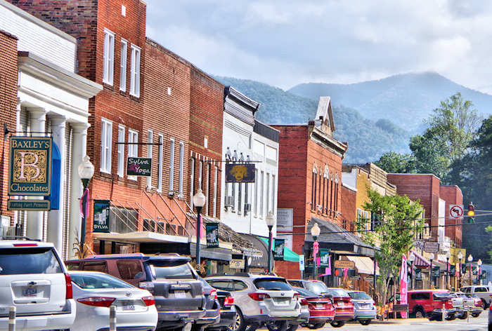 Beautiful downtown Sylva, NC, on a busy Saturday filled with food and beer tastings. Written by Romantic Asheville