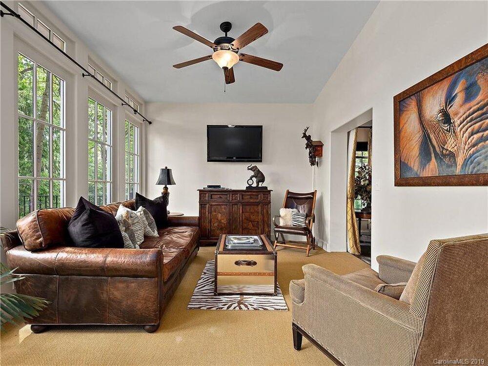 asheville_livingroom.jpg