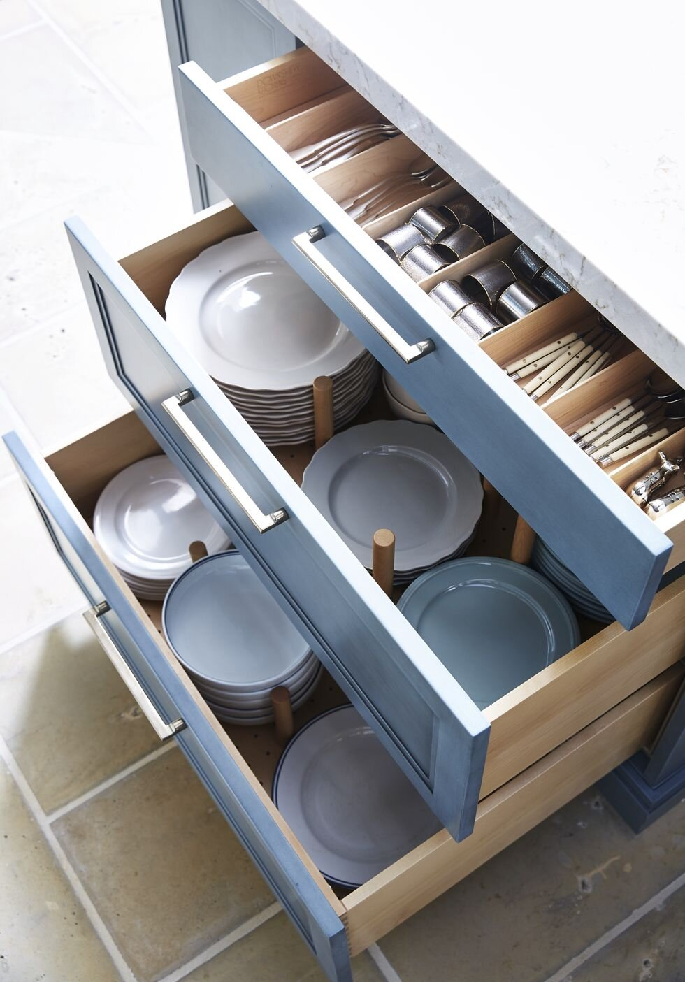 kitchen_drawers_dishes.jpg
