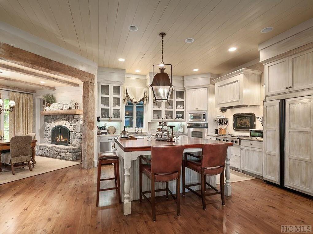 cashiers_kitchen_mountain_home.jpg