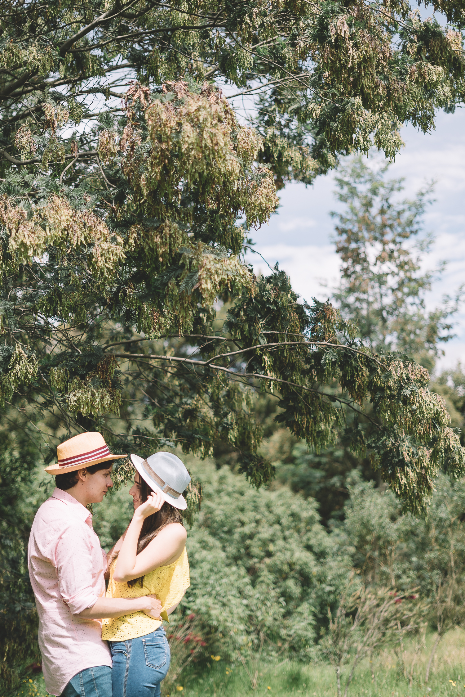 Romantic couple wearing elegancia tropical panama straw hat