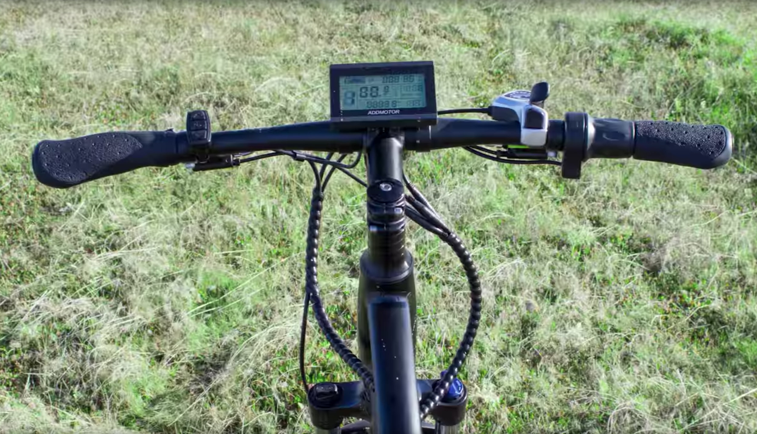 electrified-reviews-addmotor-hithot-h1-electric-bike-review-handlebars.jpg