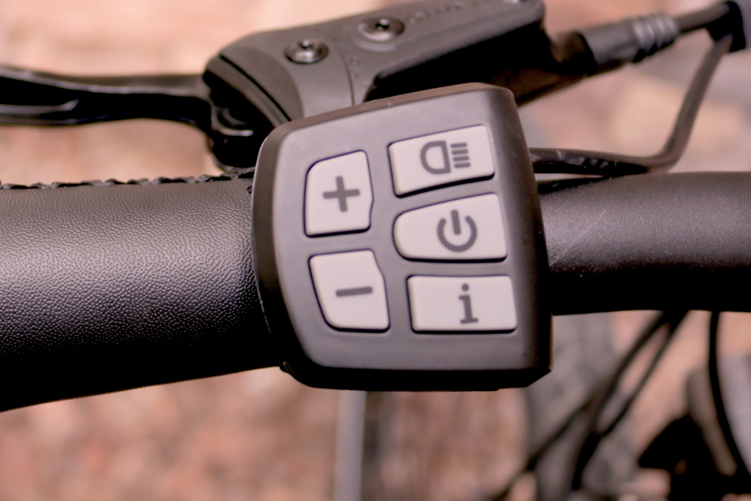 electrified-reviews-populo-scout-electric-bike-review-display-button-pad.jpg