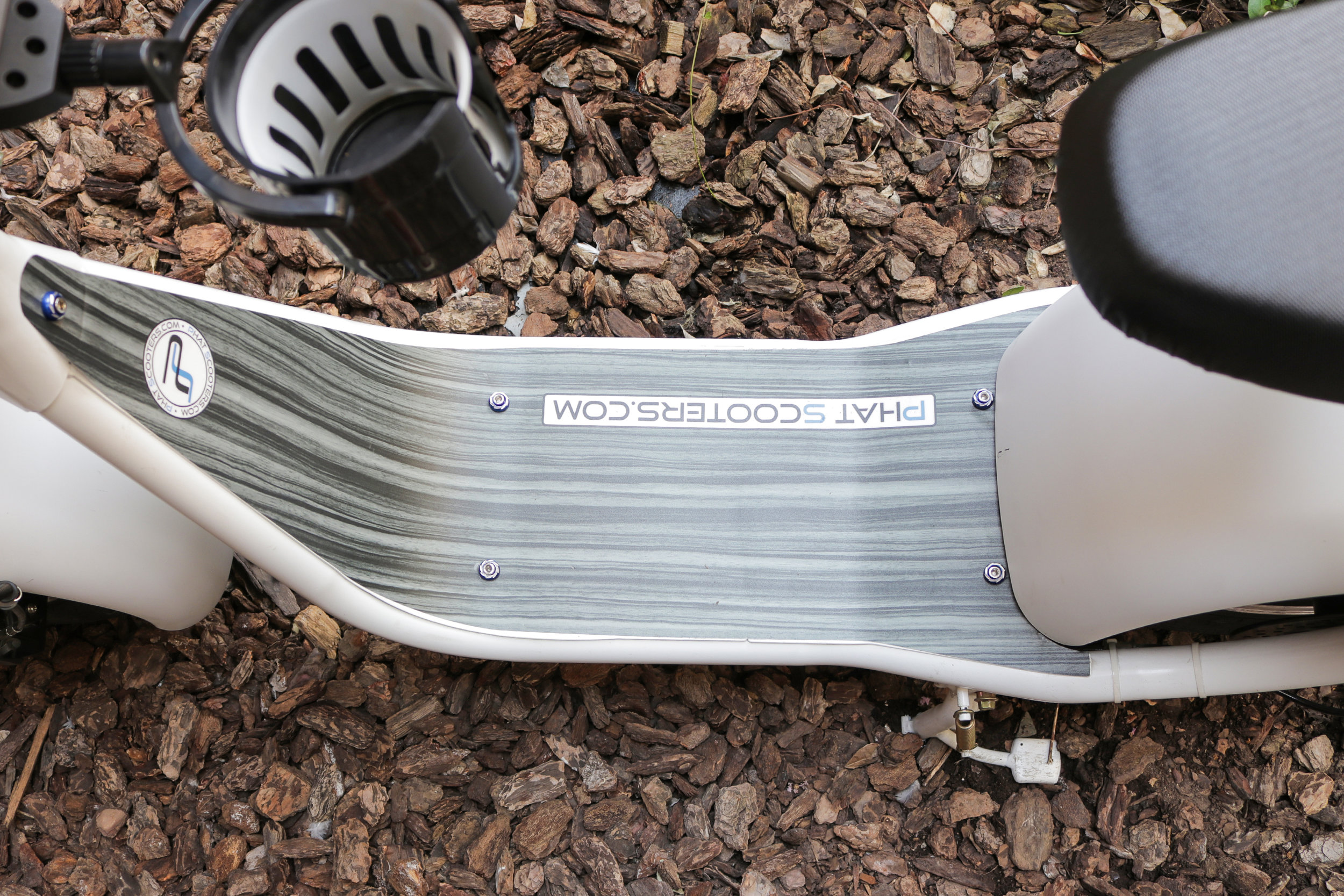 electrified-reviews-phat-scooter-sport-electric-scooter-review-deck.jpg