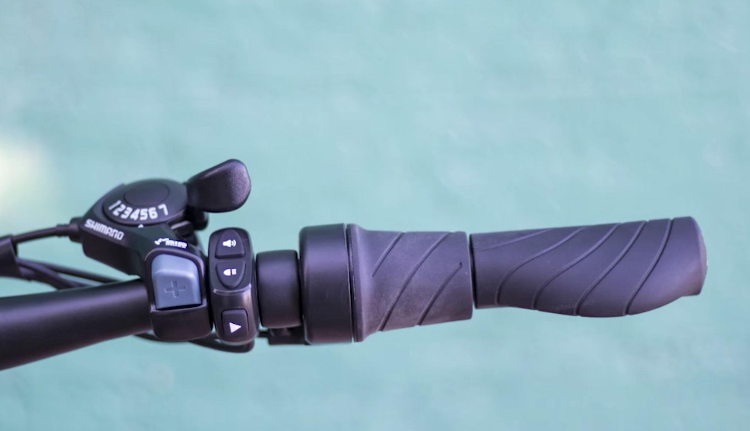 electrified-reviews-flash-v1-electric-bike-review-throttle.jpg
