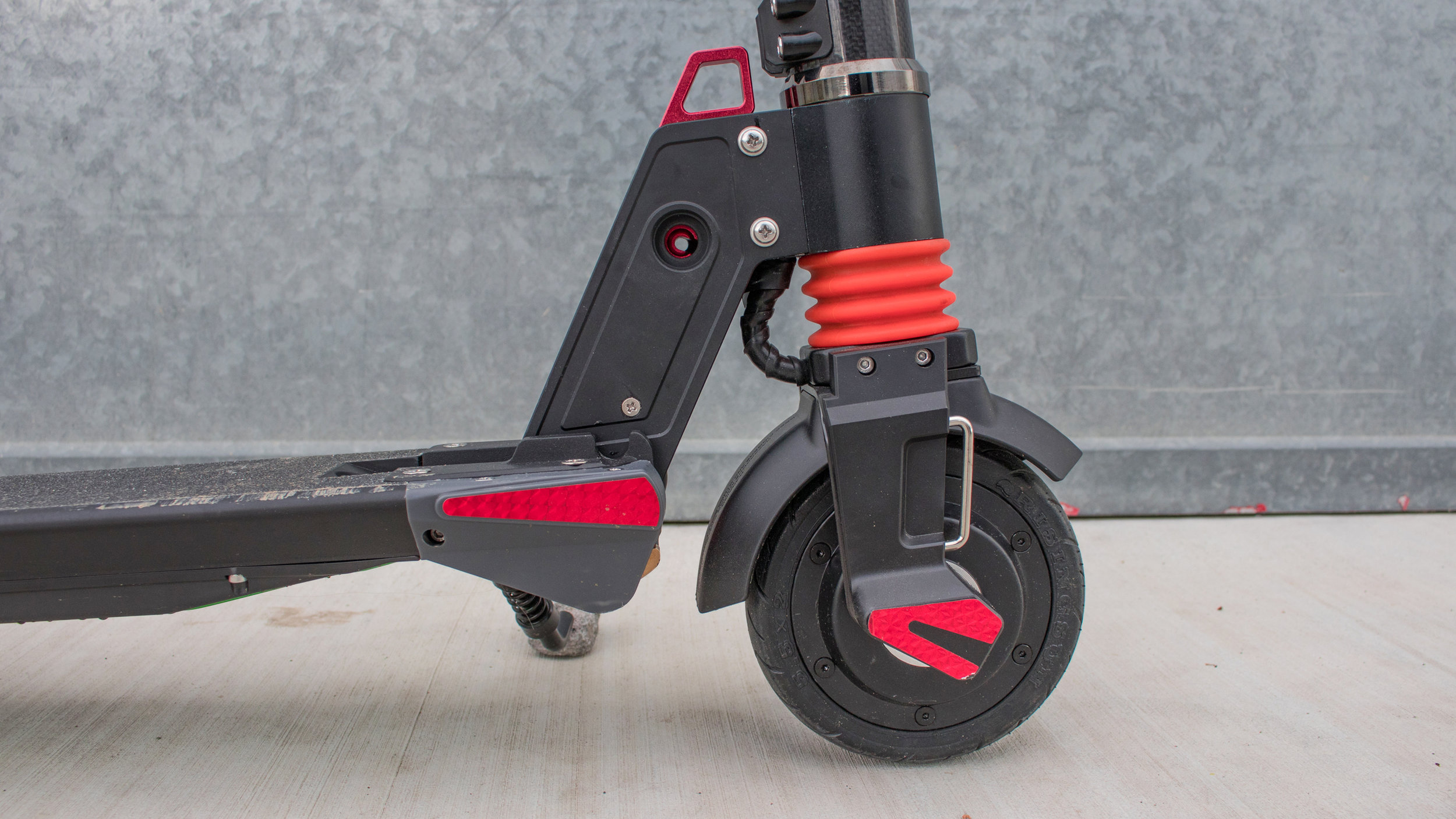electrified-reviews-city-rover-s5-electric-scooter-review-suspension.jpg