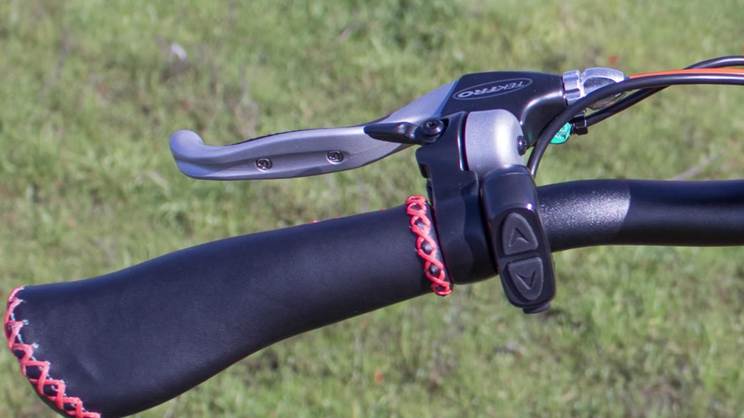 electrified-reviews-addmotor-motan-m150p7-electric-bike-review-grip.jpg