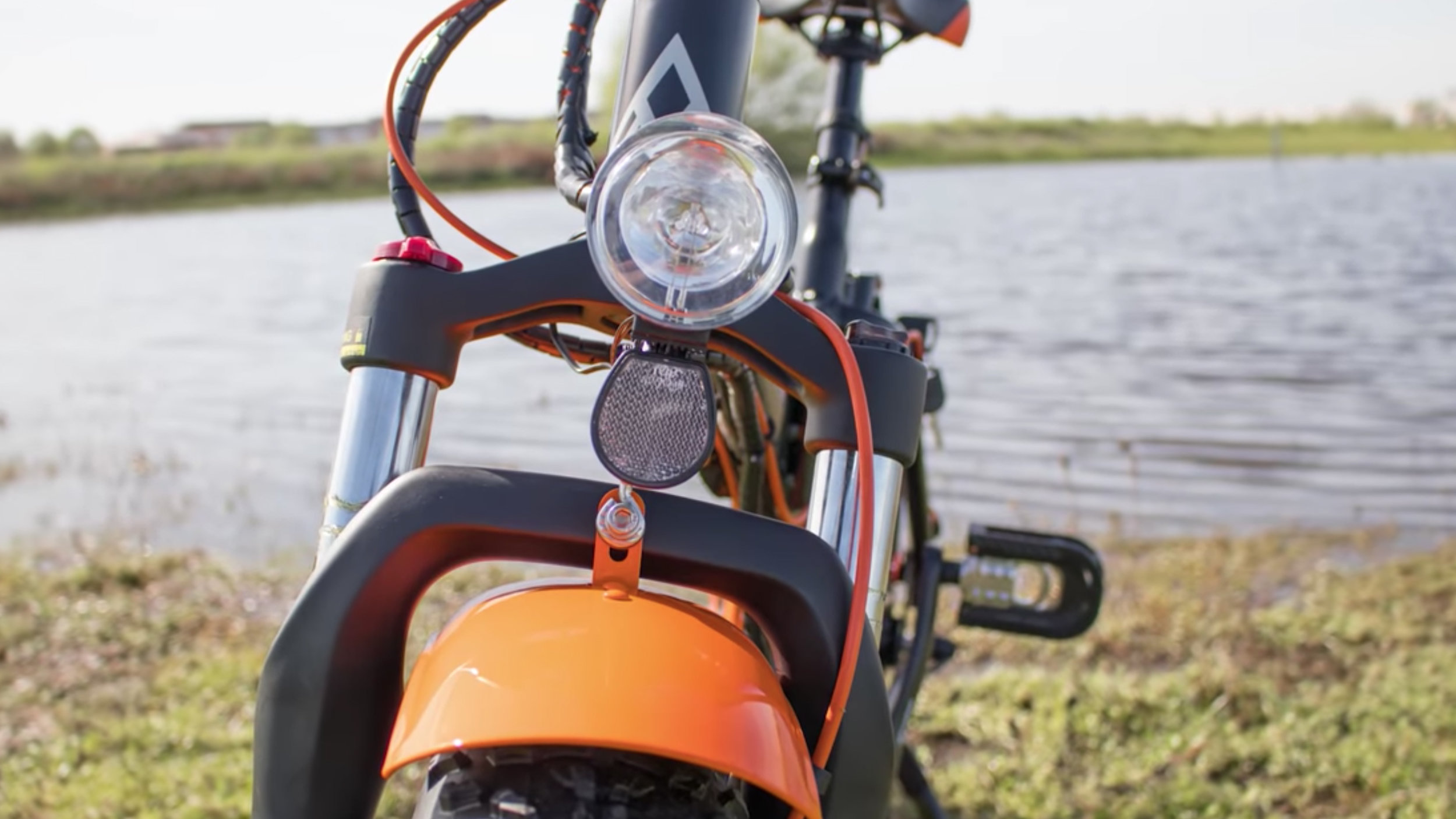 electrified-reviews-addmotor-motan-m150p7-electric-bike-review-headlight.jpg