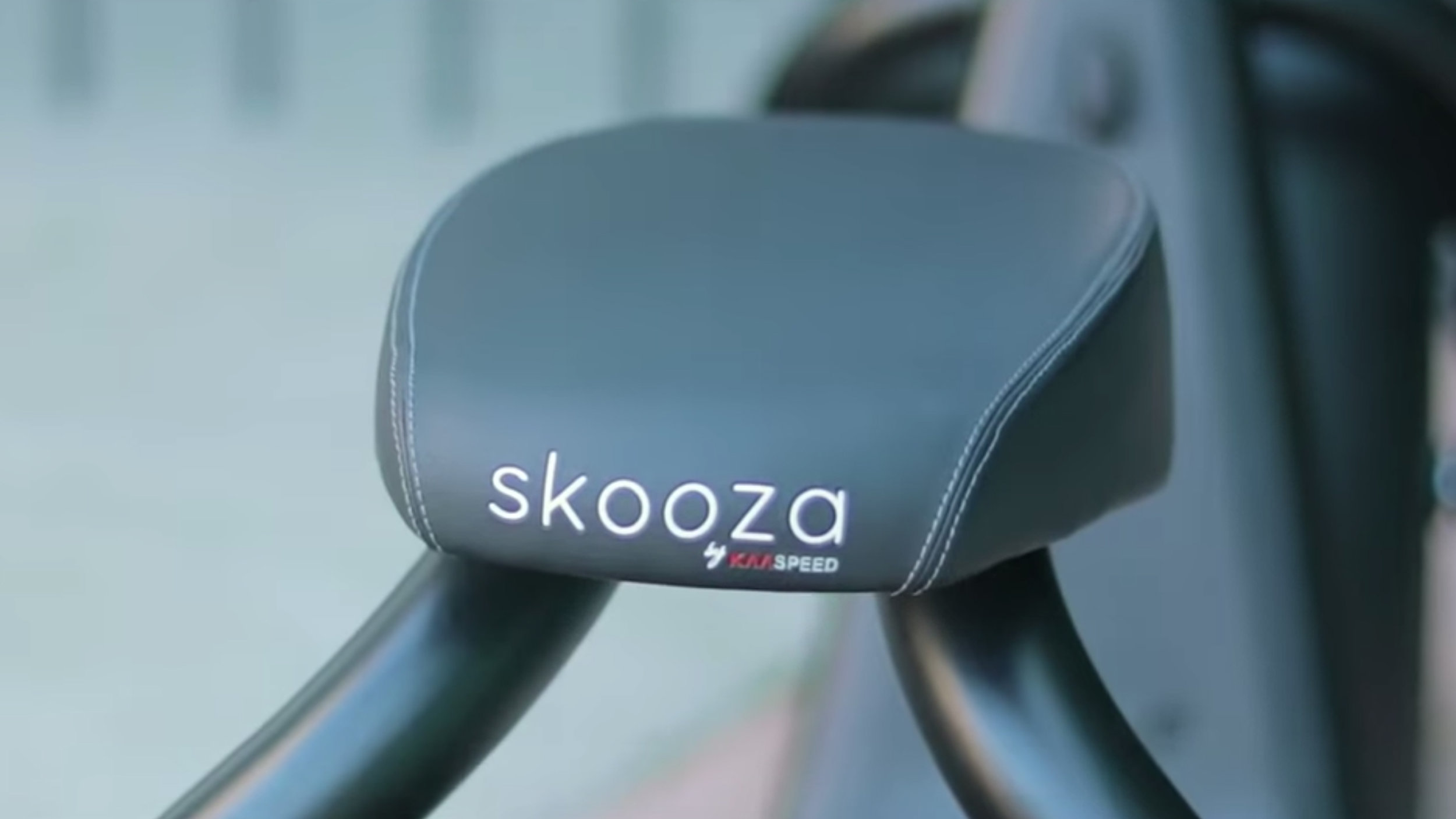 electrified-reviews-skooza-k1s-fat-tire-electric-scooter-review-saddle.jpg