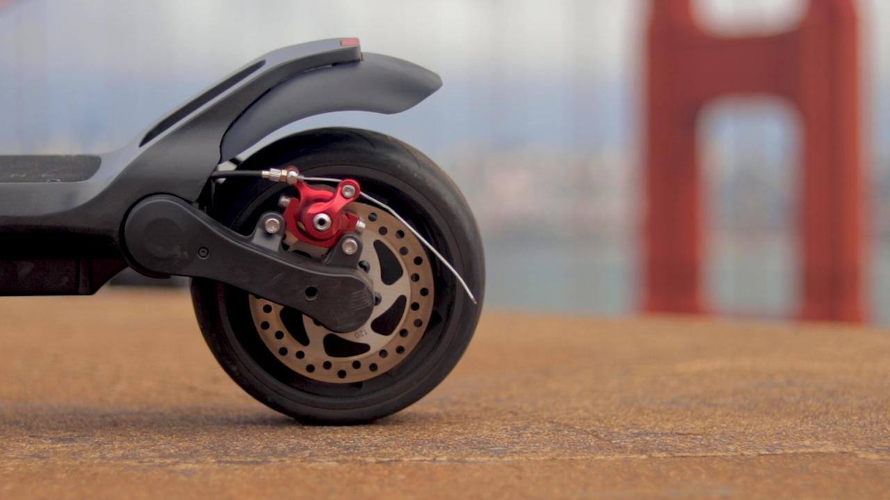 electrified-reviews-fluidfreeride-widewheel-electric-scooter-review-disc-brake.jpg