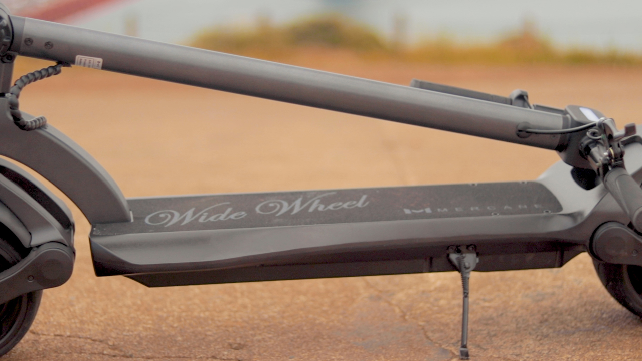 electrified-reviews-fluidfreeride-widewheel-electric-scooter-review-folded-2.jpg