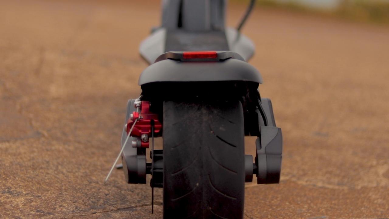 electrified-reviews-fluidfreeride-widewheel-electric-scooter-review-wheel.jpg