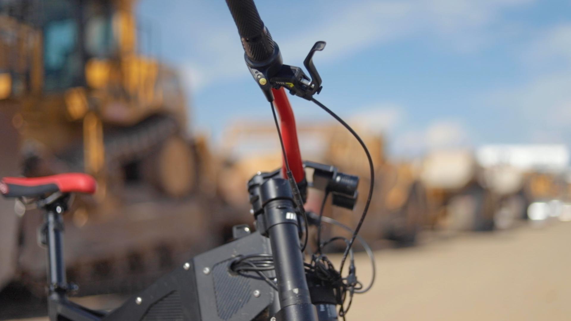 electrified-reviews-stealth-b52-bomber-electric-bike-review-brake-lever.jpg