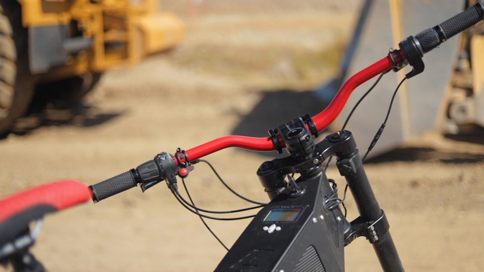 electrified-reviews-stealth-b52-bomber-electric-bike-review-handlebars-2.jpg