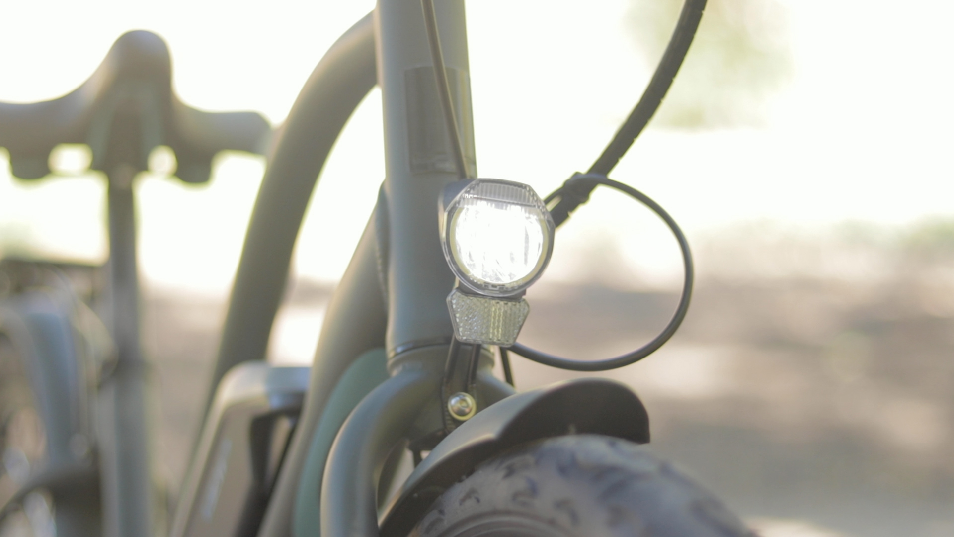 electrified-reviews-izip-simi-electric-bike-review-light.jpg