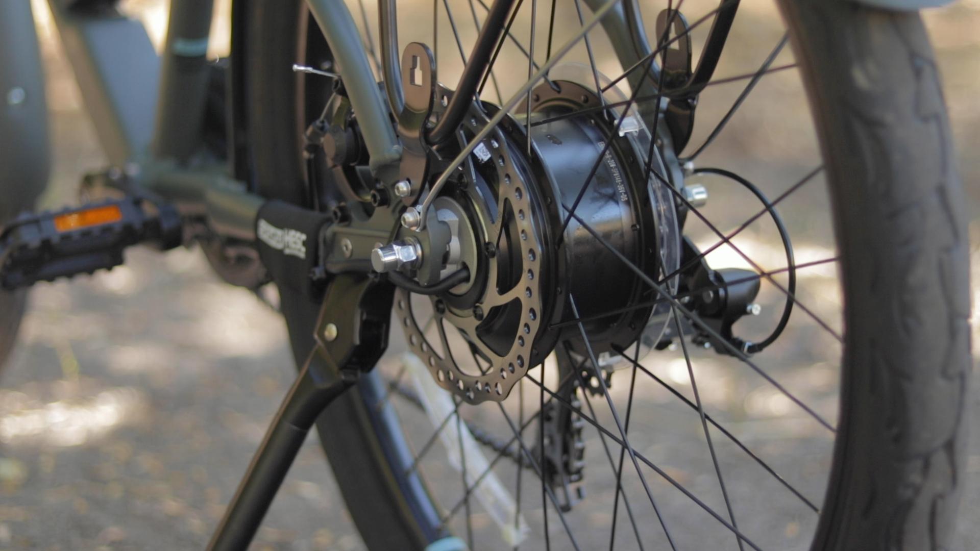 electrified-reviews-izip-simi-electric-bike-review-suntour-hesc-motor-2.jpg