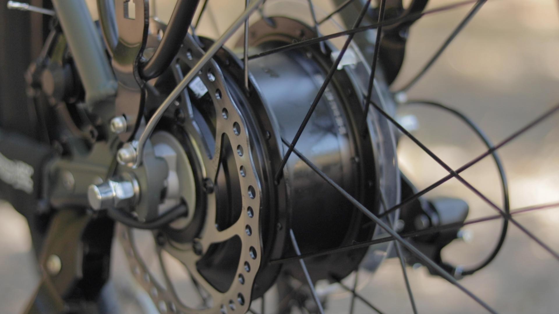 electrified-reviews-izip-simi-electric-bike-review-suntour-hesc-motor.jpg