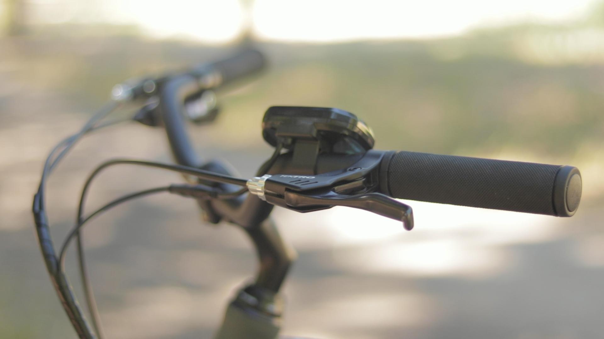 electrified-reviews-izip-simi-electric-bike-review-tektro-brake-lever.jpg