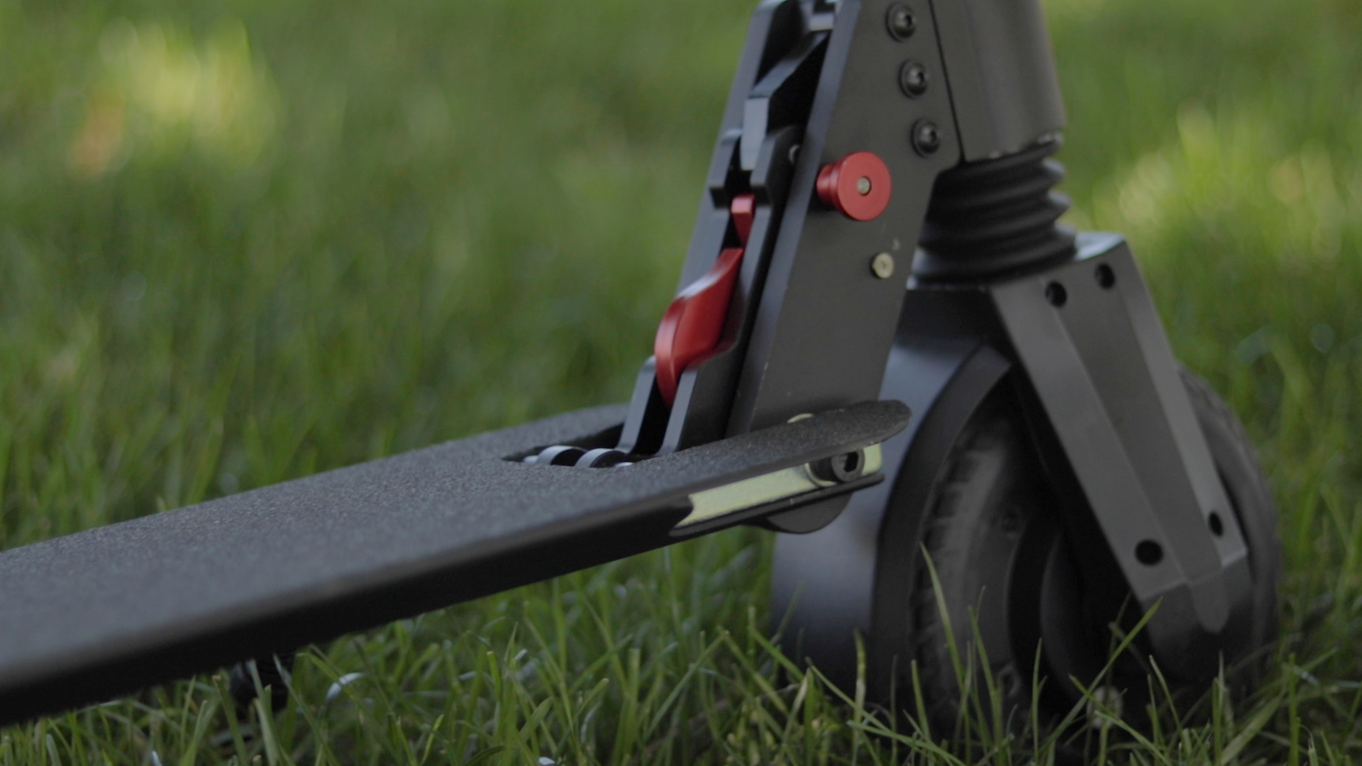 electrified-reviews-fluidfreeride-mosquito-electric-scooter-review-locking-mechanism.jpg
