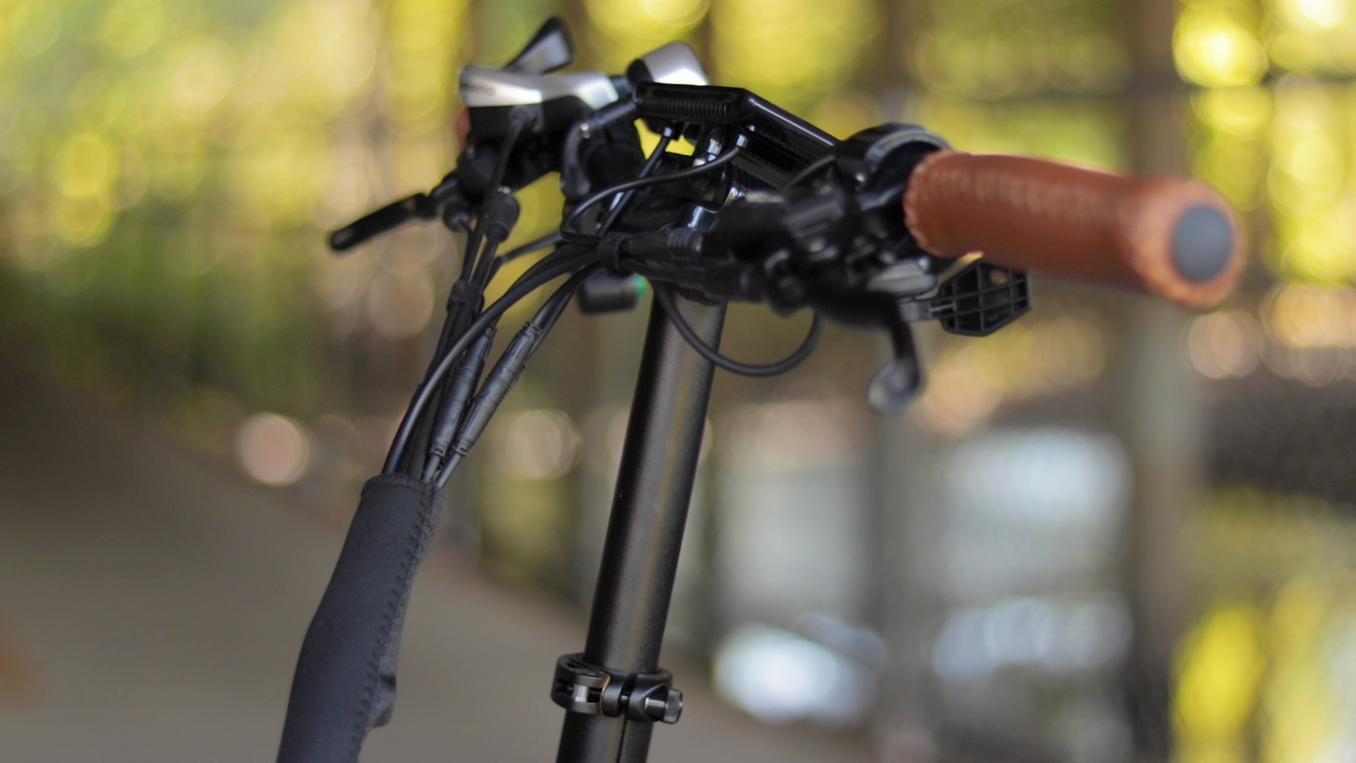 electrified-reviews-bagibike-b10-foldign-electric-bike-review-grip.jpg