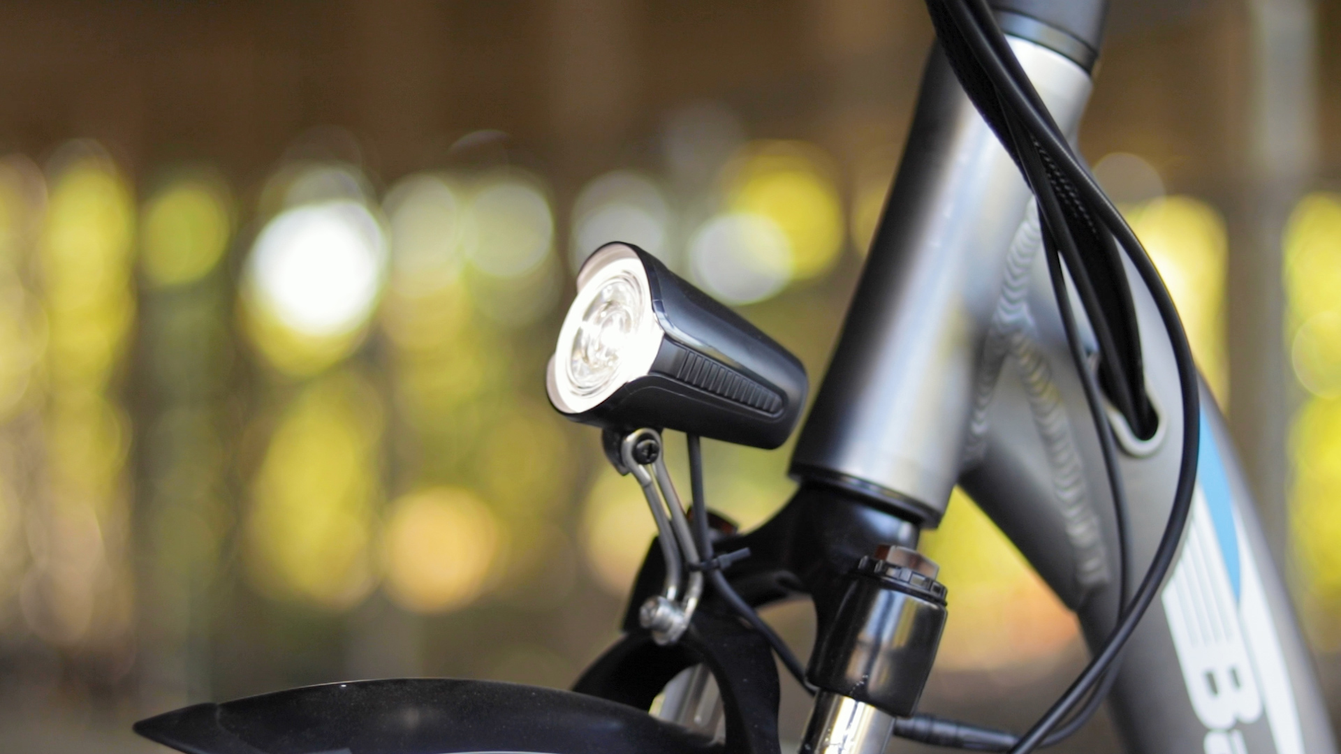 electrified-reviews-bagibike-b10-foldign-electric-bike-review-light.jpg