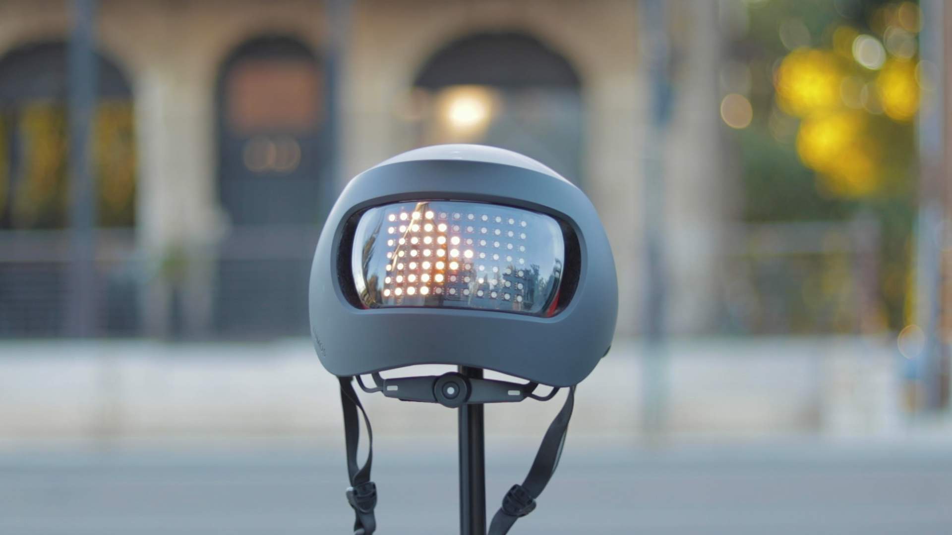 electrified-reviews-lumos-matrix-smart-helmet-review-back-blinker.jpg