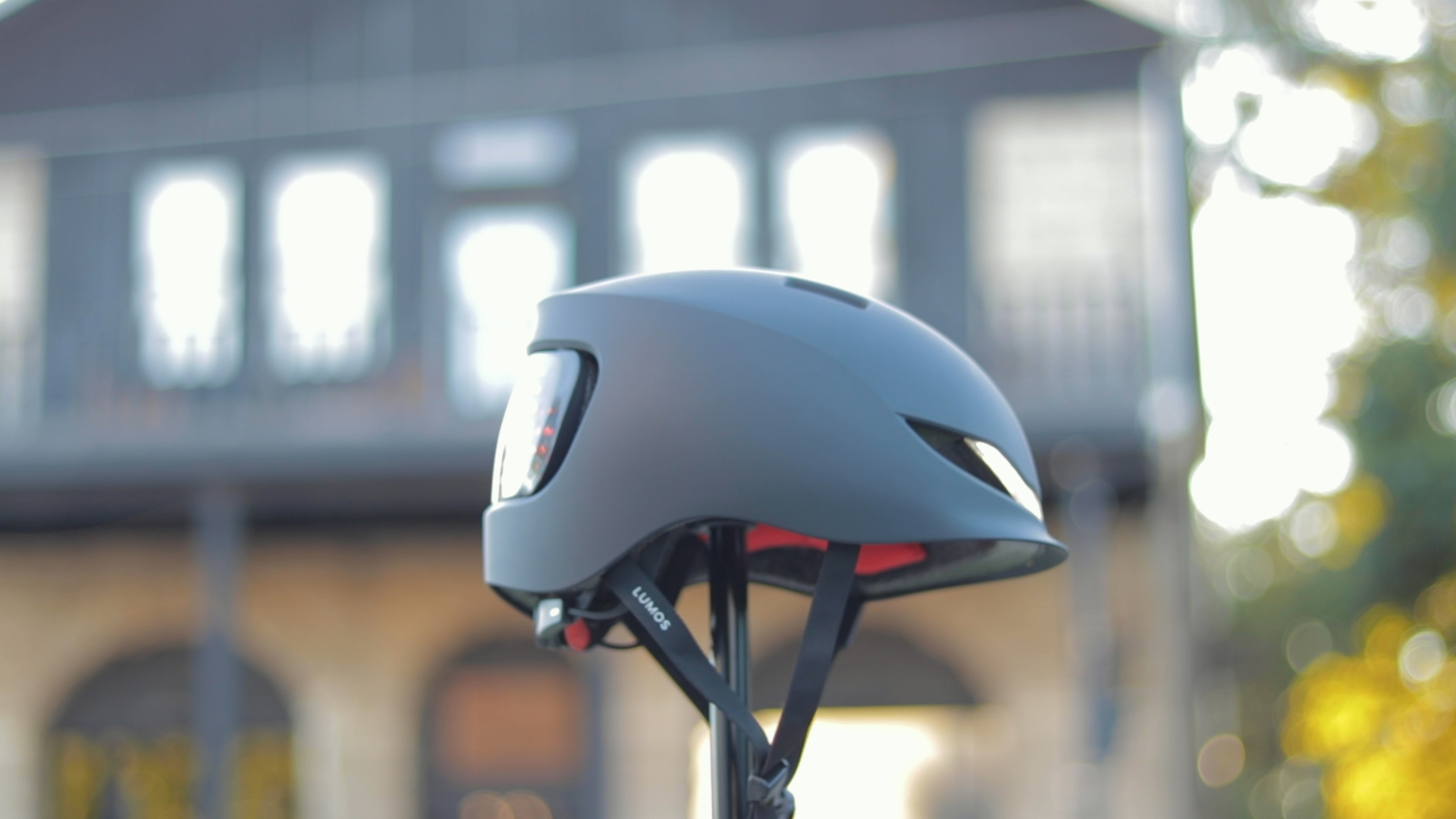 electrified-reviews-lumos-matrix-smart-helmet-review-side.jpg