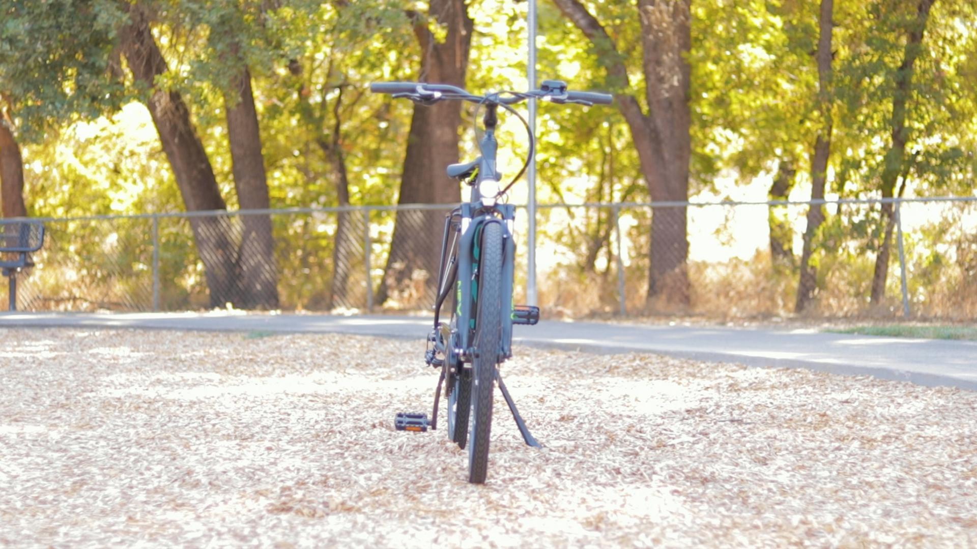 electrified-reviews-izip-e3-brio-electric-bike-review-front.jpg