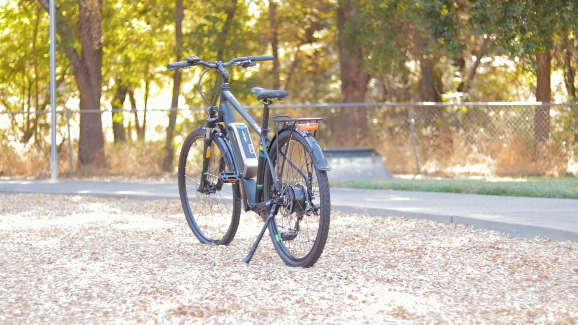 electrified-reviews-izip-e3-brio-electric-bike-review-profile-rear.jpg