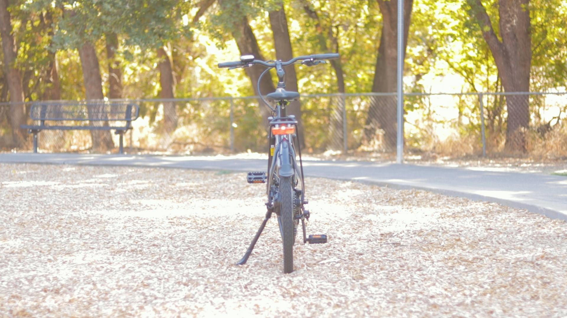 electrified-reviews-izip-e3-brio-electric-bike-review-rear.jpg