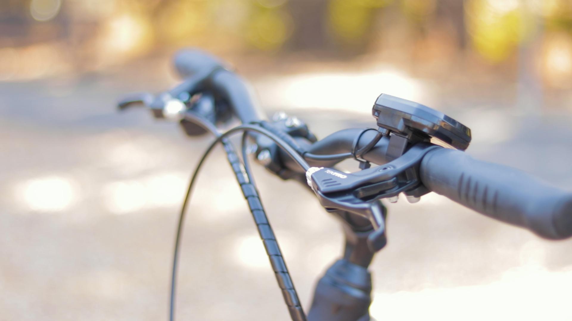 electrified-reviews-izip-e3-brio-electric-bike-review-handelbars.jpg