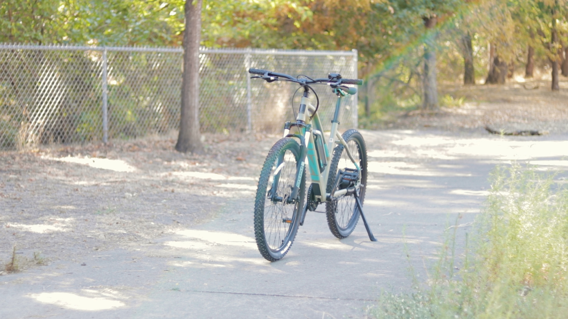 electrified-reviews-izip-trlz-electric-bike-review-front-angled.jpg