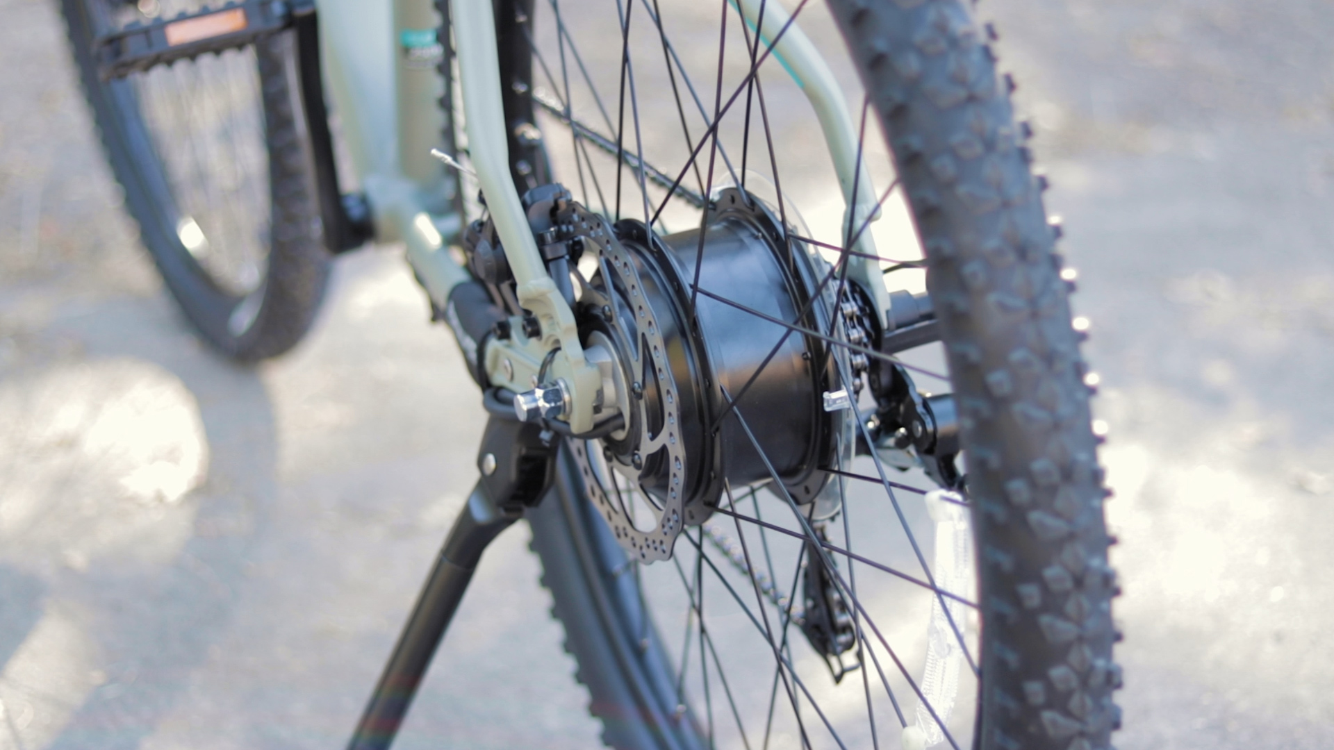 electrified-reviews-izip-trlz-electric-bike-review-shimano-hub-motor.jpg