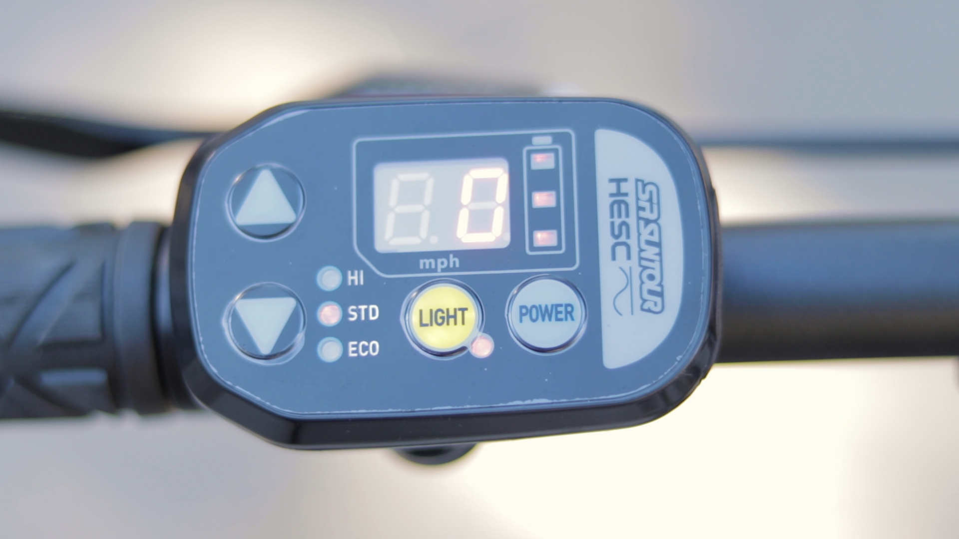 electrified-reviews-izip-trlz-electric-bike-review-suntour-sr-hesc-display.jpg