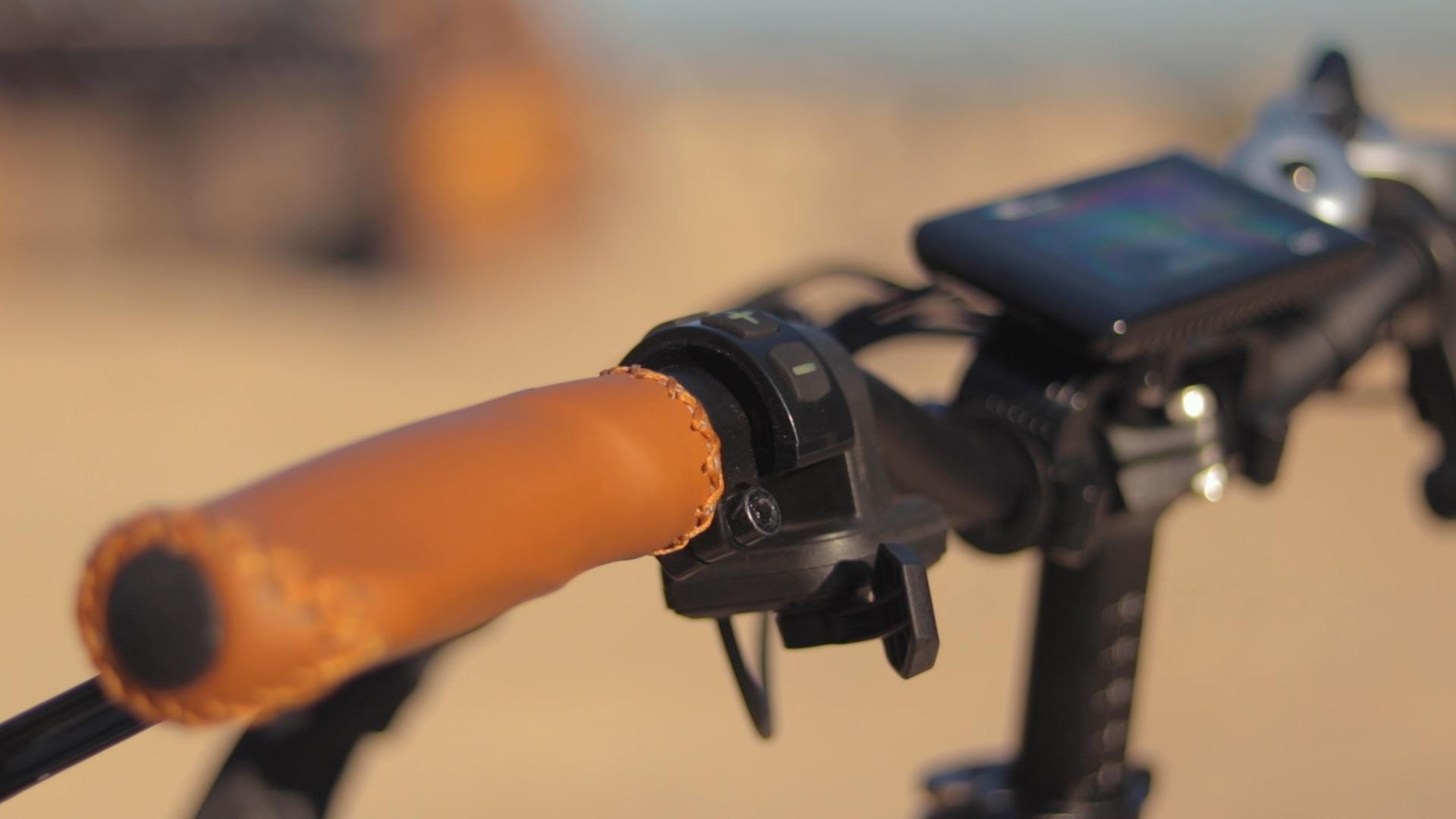 electrified-reviews-bagibike-b20-premium-electric-bike-review-grip-2.jpg