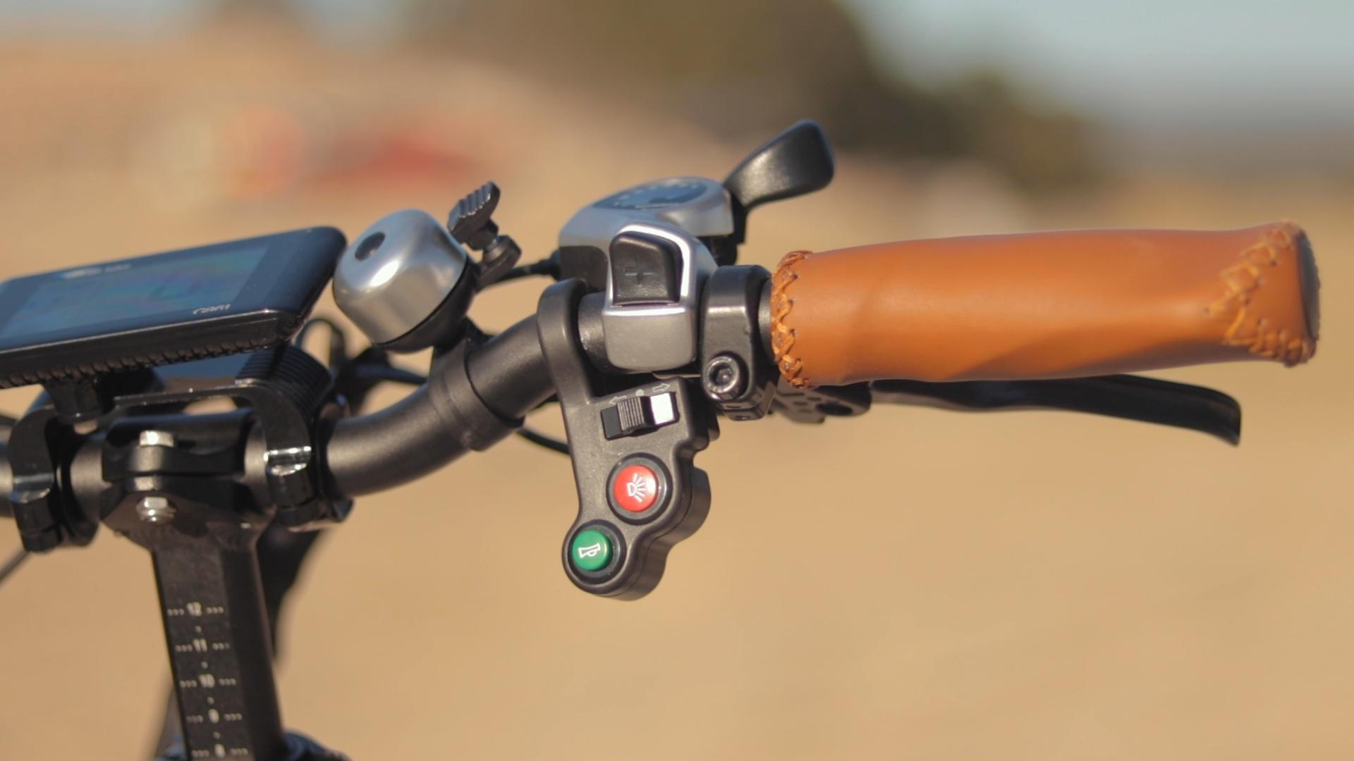 electrified-reviews-bagibike-b20-premium-electric-bike-review-grip.jpg