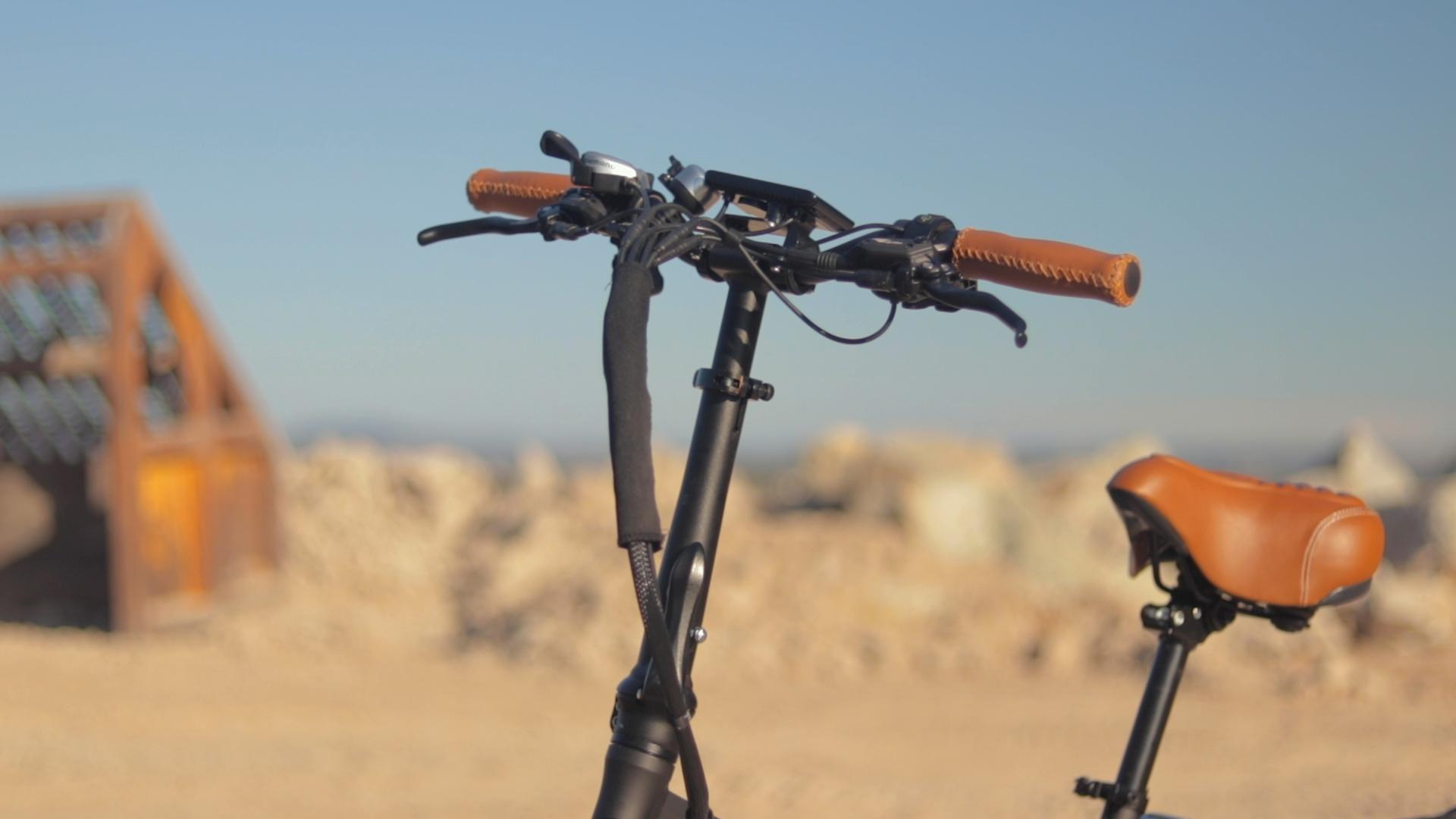 electrified-reviews-bagibike-b20-premium-electric-bike-review-handlebars.jpg