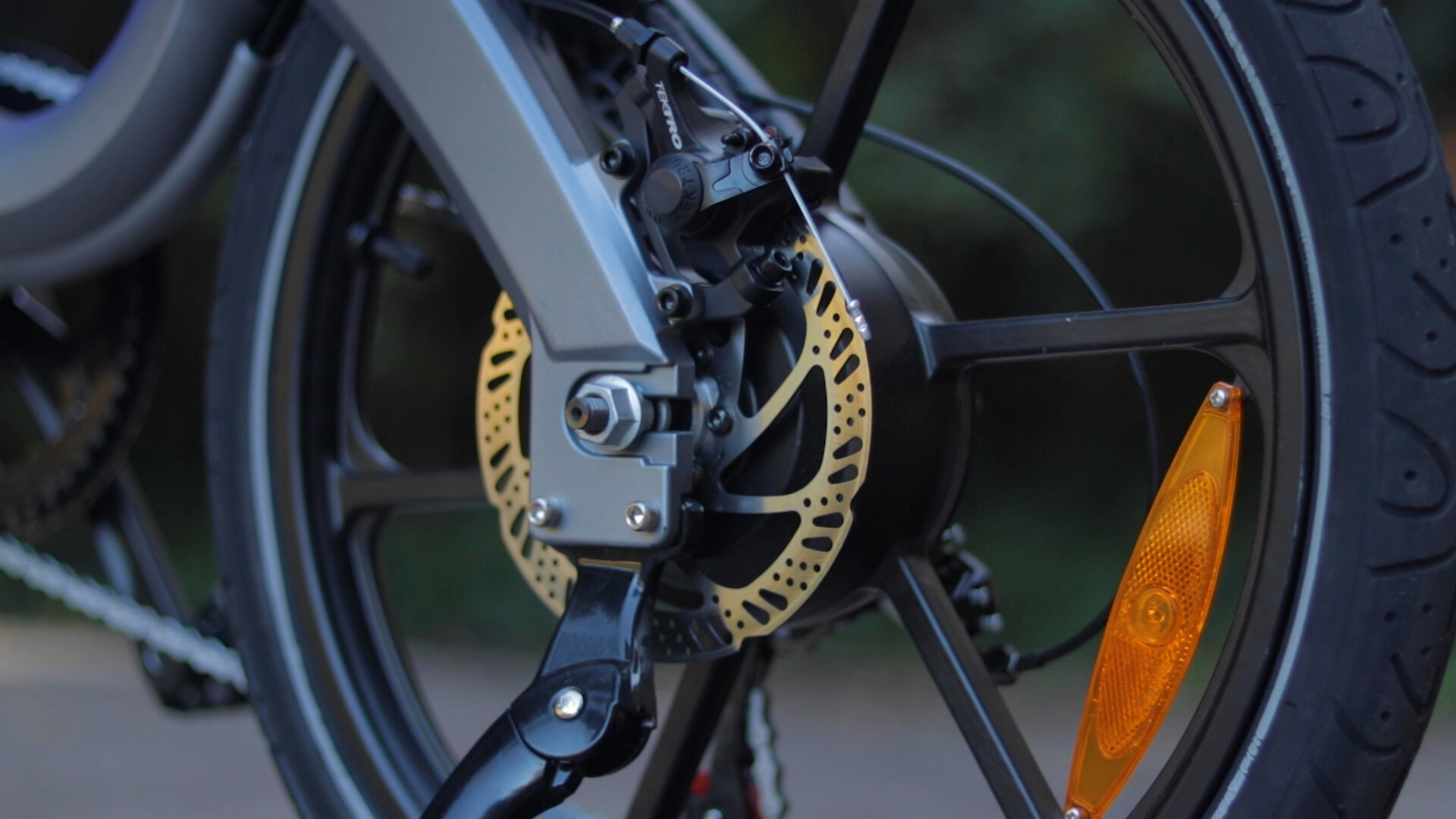flowdot-electric-bike-review-2019-tektro-disc-brake.jpg
