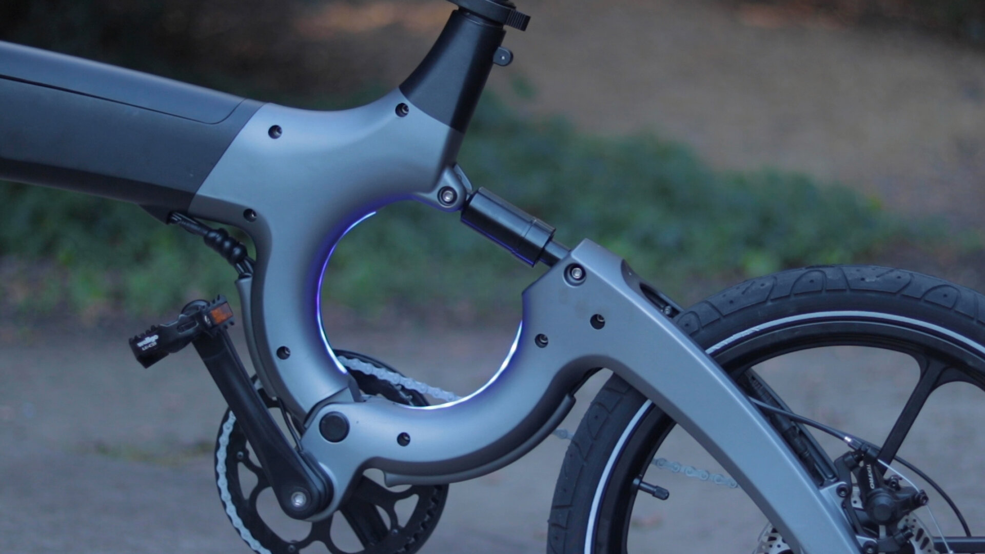 flowdot-electric-bike-review-2019-frame-light.jpg