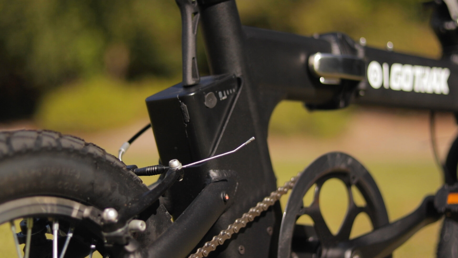 gotrax-shift-s1-electric-bike-review-2019-battery.jpg