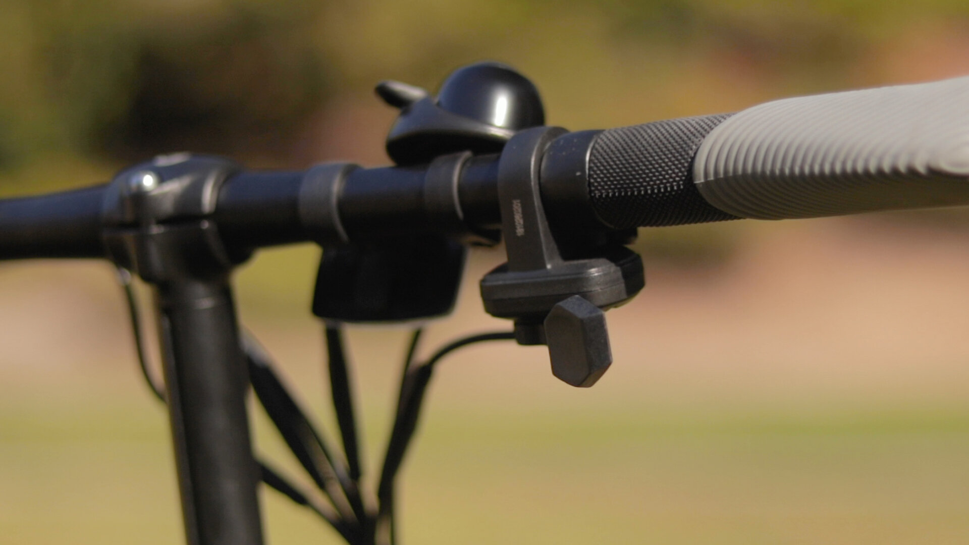 gotrax-shift-s1-electric-bike-review-2019-throttle.jpg