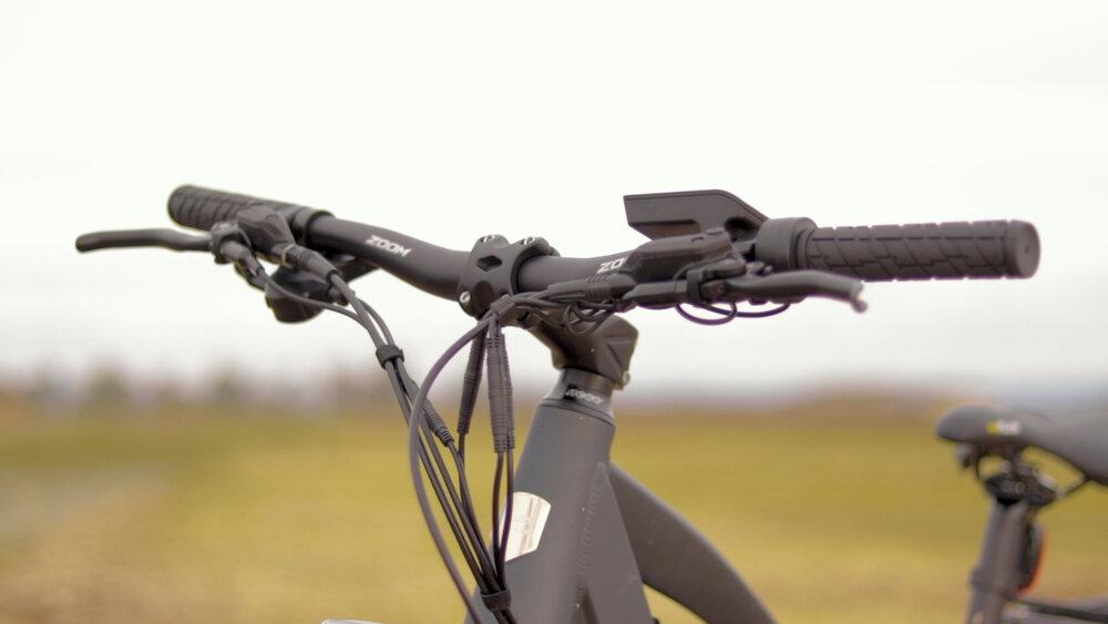 electrified-reviews-eunorau-fat-hd-electric-bike-review-2020-handlebars.jpg