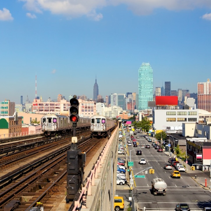 new-york-skyline-and-subway-train-PETBCDE.jpg